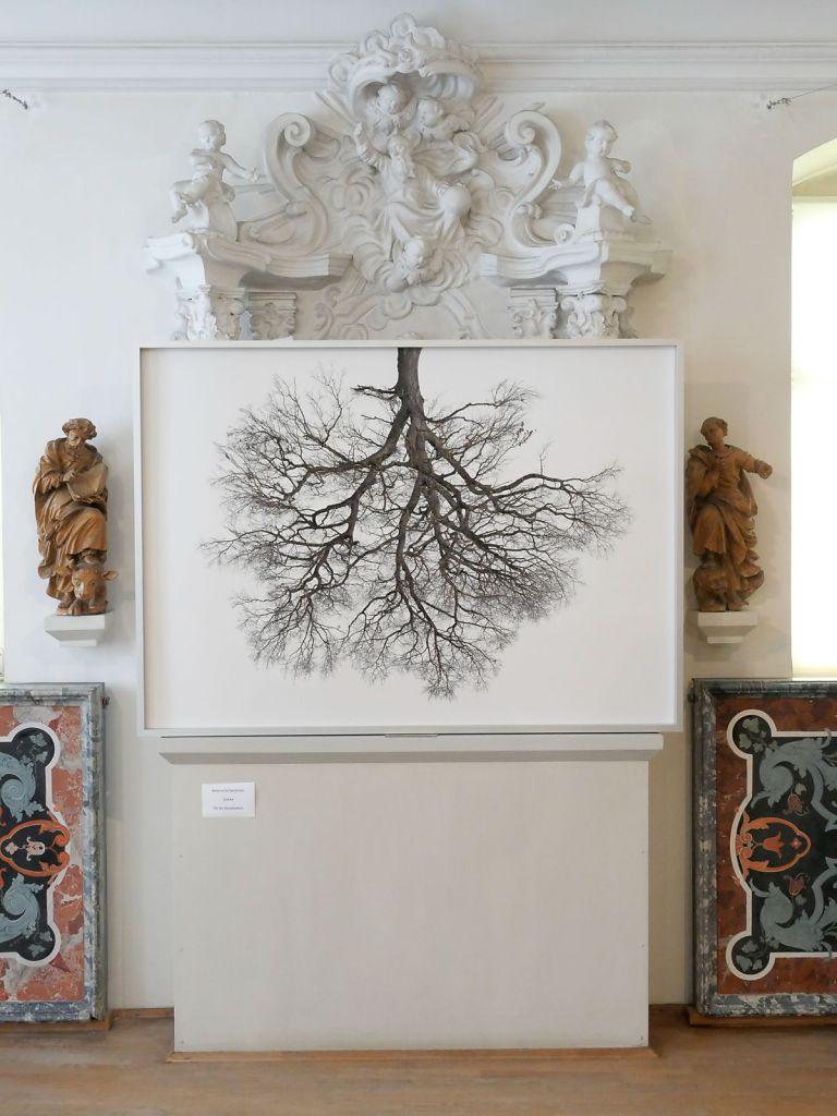 Auf dem Altar wirkt das Format 110 x 154 cm kleiner als es ist